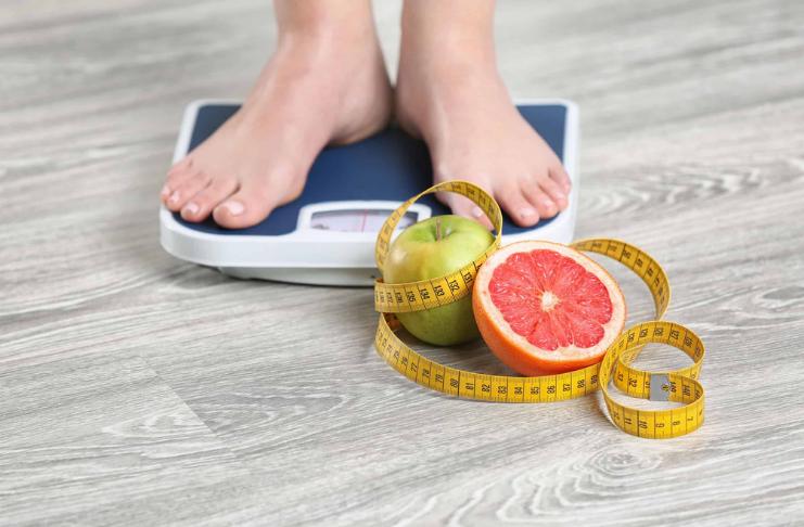 Descubra como calcular seu peso ideal em casa